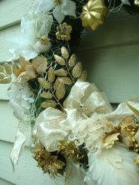 White_peacock_wreath