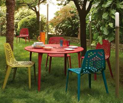 Coalesse-outdoor-table-and-chairs-2