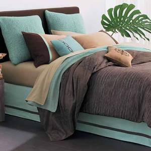 Chocolate_wood_bed_and_turquiose